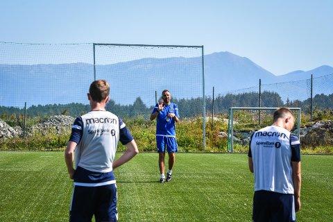 Joakim Klæboe holdt treningens siste øvelse, en sprintøvelse hvor spillerne selv bestemte hvor lenge de holdt på.