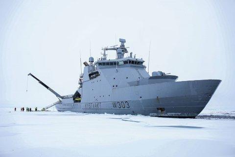 Kystvakten ved KV Svalbard har i dag skrevet polarhistorie ved å være det første norske fartøyet som har nådd Nordpolen.