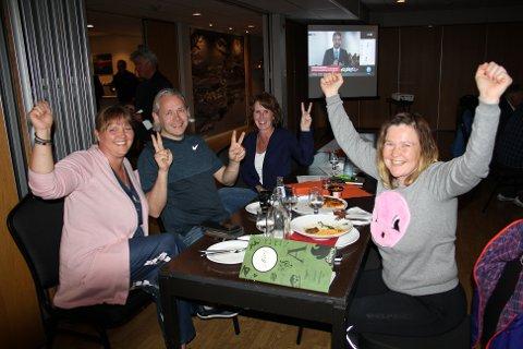 Jublet: Marita Swensen Vaagland (fra venstre), Einar Vaagland, Oddny Guldstein-Aarset Løwe og Irene Røe Vaagan jublet høyt da det ble klart at de fikk inn 4 representanter i Heim kommunestyre.
