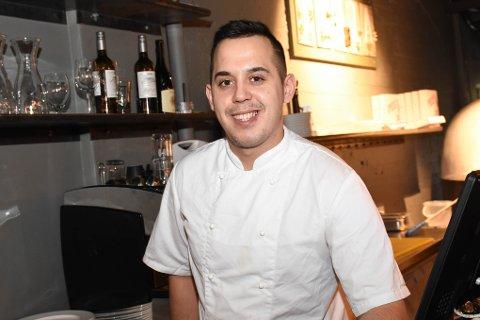Pizzakokk: Erhan Dzhin fra Bulgaria drømte om Norge, tok sjansen og flyttet. Nå jobber han på Ankeret pub og spiseri, og håper å få overbevist sin kjæreste hjemme i Sofia om å komme etter.