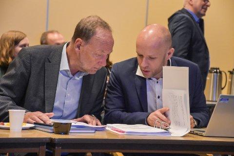 Styreleder i Helse Møre og Romsdal, Ingve Theodorsen (til venstre), vil vurdere sammenslåing av fødeavdelingene i Nordmøre og Romsdal uavhengig av hva Stortinget måtte mene. Det er han pålagt å gjøre, skriver Terje Sundsbø.