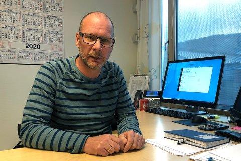 Rindals kommunedirektør Mons Otnes tror studenter spesielt har blitt påvirket av pandemien. Han tar opp både tap av inntekt og sosial arena som eksempler på dette.