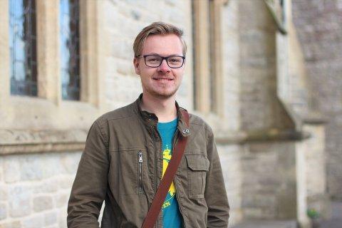 Peter Andreas Kirk Lossius studerer historie i Winchester, England. Smittetallene i Storbritannia øker raskt og dette gjør at flere studenter møter utfordringer i studiehverdagen.