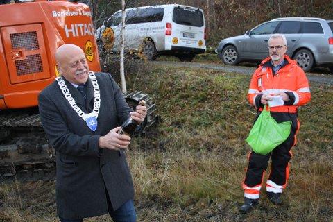 Ordfører Odd Jarle Svanem åpnet flasken med champagne, mens prosjektleder Odd Helge Innerdal ventet på smellet da byggestarten av E39 Betna-Stomyra ble markert i slutten av oktober. Nå er det klart at seks entreprenører har meldt sin interesse for å bygge delparsellen Betna - Hestnes.