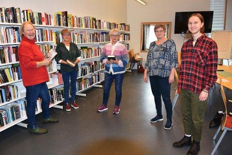 ANBEFALES: Marie Tortoise, Ingeborg Eide Holten og Inger-Anne Sunde er veldig begeistret for opplegget Litterært pusterom, som de derfor anbefaler på det varmeste. Leselederne Siv Snekvik og Torgeir Brun til høyre.