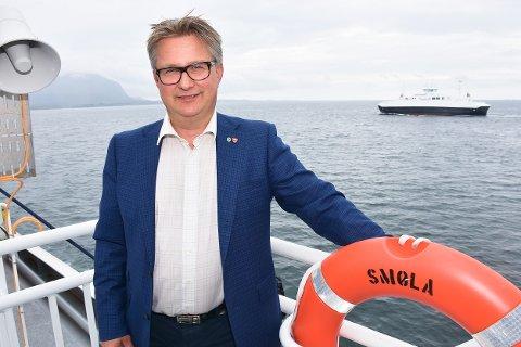 Smølaordfører Svein Roksvåg er lite fornøyd med avgjørelsen som ble tatt ved ansettelsen av ny politibetjent på Aure. Nå har øykommunen kun én politibetjent med arbeiddsted på Smøla.
