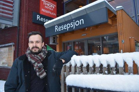 SPØRSMÅL: Tillitsvalgt i Fellesforbundet Ole Georg Skjeggestad Øye ved Thon Hotel Surnadal, stiller spørsmål om hvor stor besparelsen faktisk kommer til å bli for kommunen, dersom samarbeidsavtalen mellom hotell og kommune sies opp.