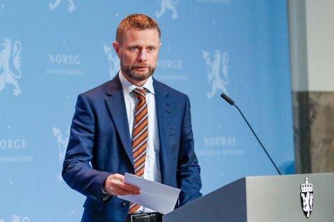 Helse- og omsorgsminister Bent Høie på regjeringens pressekonferanse om koronasituasjonen mandag.