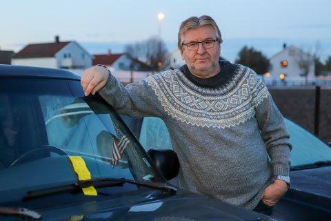 Svein Arne Andersen fikk en gul lapp i ruta lille julaften. Han mener boten er urettferdig utsendt.