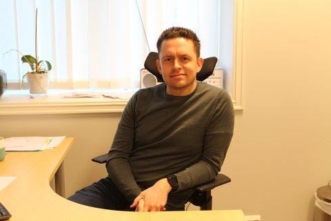 Legevaktsoverlege, Per Arild Strand, forteller at de har måttet finne nye måter å jobbe på på legevakta.