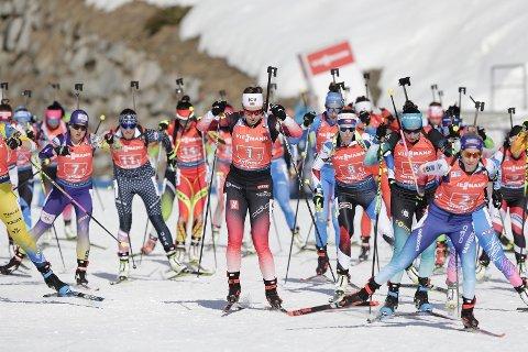 Synnøve Solemdal på første etappe av kvinnenes stafett i VM i skiskyting i Anterselva lørdag.