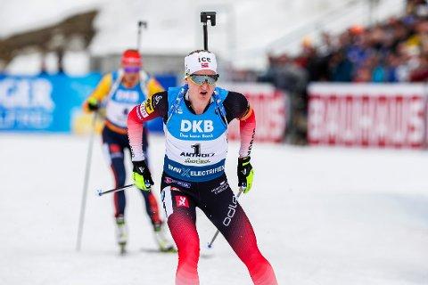 Marte Olsbu Røiseland avsluttet fenomenalt og vant gull på fellesstarten.