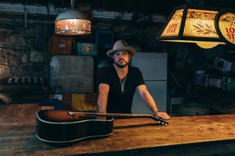 Wade Bowen tar med gitaren til Tahitifesitvalen i sommer.