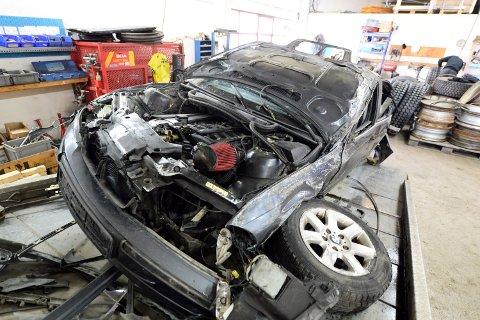 Slik så bilen ut etter å ha truffet veggen i Atlanterhavstunnelen 26. mars 2020  og deretter havnet på taket.