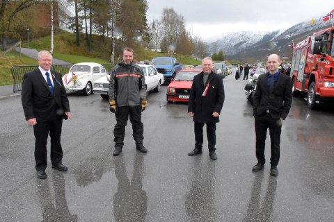 FORNØYDE: Arrangørene av bilkortesjen rundt Surnadal sa seg mer enn fornøyd med opplsutningen av den alternative markeringen av 17. mai i nedre Surnadal: Bjørn Helge Sæterøy (til venstre, veteranvognklubben), Geir Brauten (Surnadal MC-klubb), Geir Borstad (Surnadal AmCar Club) og Erik Sæter (Surnadal Gatebilklubb).