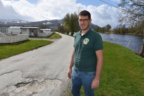 STØTTE: Gerald Grewe ved Surnadal Camping, Brekkøya, får 75.000 kommunale koronakroner, dersom politikerne følger kommunedirektørens tilråding.
