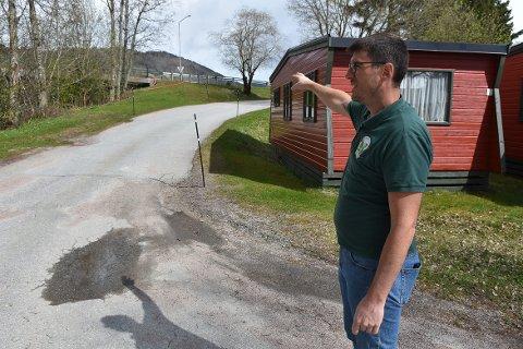 DIALOG: Campingeier Gerald Grewe ønsker ikke en offentlig gangveg gjennom campingen. Nå har han og kommunedirektør Knut Haugen dialog for å finne en løsning på den betente saken.