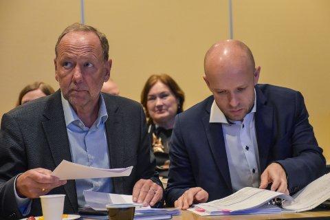 Styreleder Ingve Theodorsen (venstre) og administrerende direktør Øyvind Bakke. Her fra et tidligere styremøte.