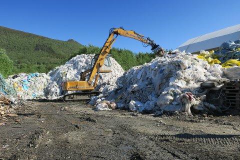 KAN KLAGE: Firmaet fra Eide har blitt pålagt å rydde opp i opp til 1000 tonn med søppel for å få drive videre med søppelmottak. Foto: Fylkesmannen