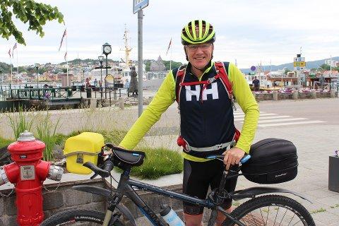 Hårek Elvenes stoppet innom Kristiansund på sin sykkeltur for å ta en sommerprat med Tidens Krav.