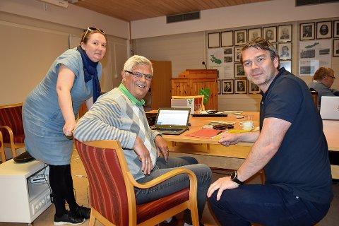 DELT: Rakel Polden stemte imot, mens Helge Røv (i midten) stemte for å gå videre med planene for Todalsfjordprosjektet i det som ble en Ap-gruppe delt på midten under avstemningen. Høyres Ole Joar Karlstad Bruset (til høyre) stemte også for.