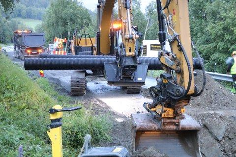 VEDLIKEHOLD: Arbeidet med å oppruste fylkesveg 65 i Rindal og Orkland er i gang.