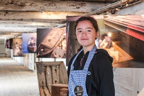 Maria Bjørnvik Lopez (15) gir guidede turer til folk fra mange forskjellige steder.