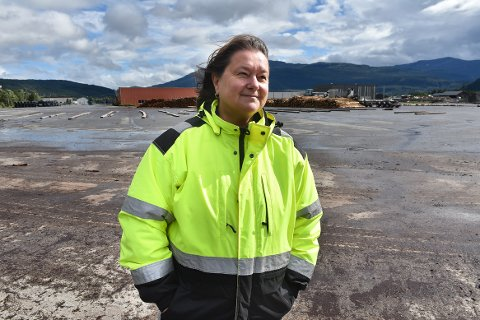 POTENSIAL: Daglig leder Karin Halle i Surnadal Hamneterminal mener det er flere muligheter til utvikling og økt aktivitet på havna i Røtet i Surnadal.