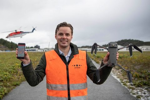 Axel Knutsen er leder for droneprogrammet i Avinor Flysikring. Mandag var han på Kvernberget og testet systemet for første gang i Norge, (Foto fra pressemelding)