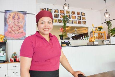 GODE VURDERINGER: Renu Photong får gode tilbakemeldinger på maten hun serverer.