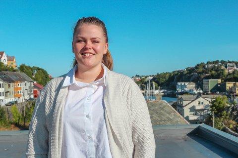 Signe Eva Helmersen (28) skal bruke begge utdanningene sine når hun nå begynner som trainee i Kristiansund.