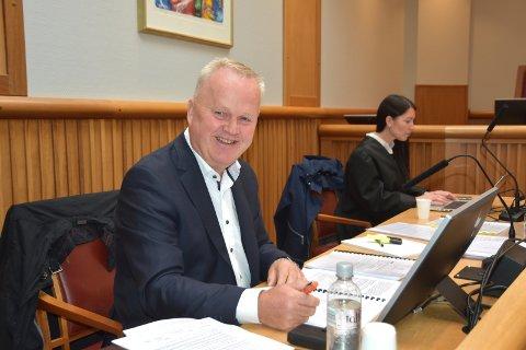 Tore Larssen i Storhaugen Panorama slipper å gå på hendene opp Langveien før barnetoget 17. mai. For lagmannsretten er det inngått forlik som innebærer at selskapet mottar 425.000 kroner fra Kristiansund kommune.