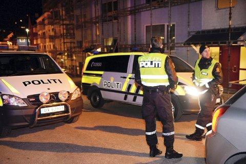 Politiet på jobb i Storgata i Kristiansund. Bildet er tatt ved en tidligere anledning.