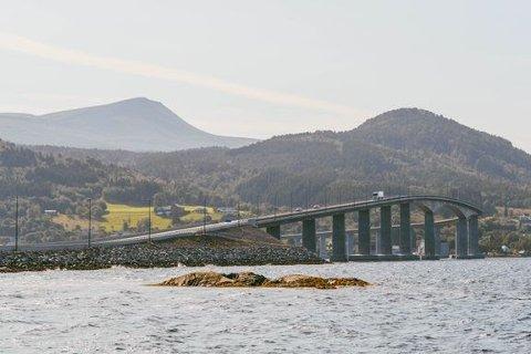 Fra fredag 15. januar klokken 12 blir det gratis for bilistene å kjøre over Tresfjordbrua.