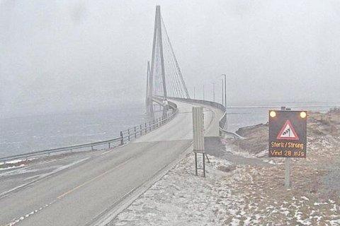 Ekstremværet Frank er på vei. På Helgelandsbrua var det allerede sterk vind torsdag ettermiddag.