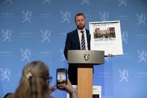 Helse- og omsorgsminister Bent Høie under pressekonferanse om koronasituasjonen.