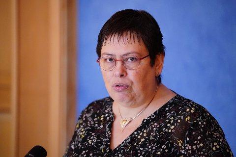 Trondheimsordfører Rita Ottervik (Ap) sier forslaget om å flytte 200 millioner kroner fra St. Olavs Hospital til særlig foretaket i Møre Romsdal er et svik mot de ansatte ved St. Olav.