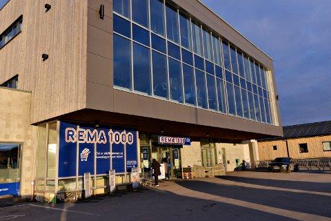 Family Averøy holder til på Røsand. De holder åpent så lenge ikke smittesituasjonen i kommunen tilsier at de bør stenge.