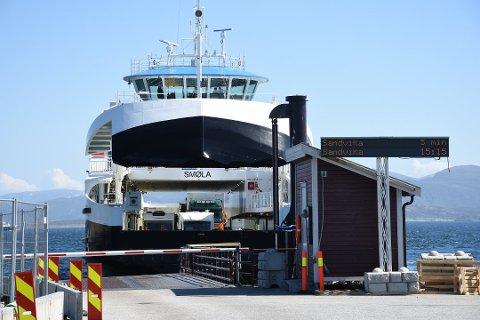 MF «Smøla» opererer på fergesambandet Edøya - Sandvika.
