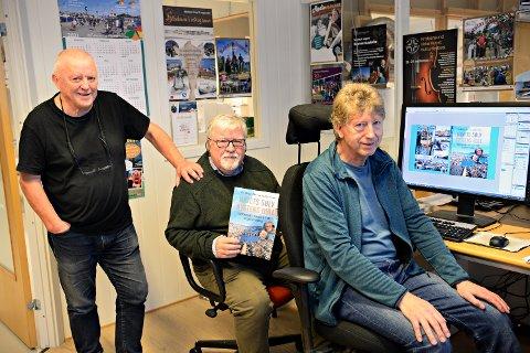 «Havets sølv, kystens gull» om sildetida i Kristiansund kommer i salg før jul. Boka er skrevet av Åge Olsen (fra venstre) og Per Helge Pedersen, mens Terje Holm har ansvaret for utformingen.