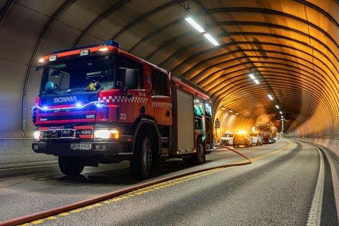 Mange etater var i sving da det ble holdt øvelse for å simulere en ulykke i Freifjordtunnelen mandag kveld.