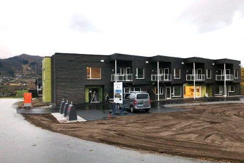 PRIS: De nye omsorgsboligene på Skei i Surnadal er snart innflyttingsklare. Kommunen arbeider nå med å finne ut hva husleien blir.