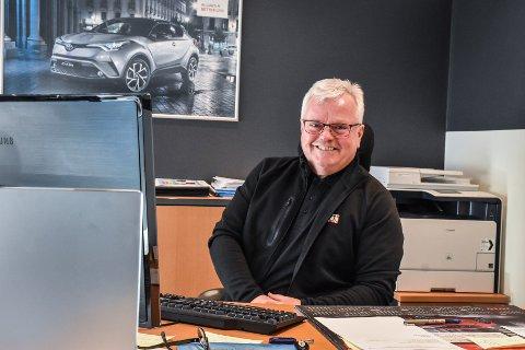Frode Thomassen er godt fornøyd med at Toyota holder koken, selv uten helektriske alternativer i et marked som i økende grad etterspør akkurat det.