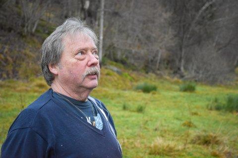 Bjarne Ødegård reagerer på at Averøy kommune har kontrolllert grensepunktene på tomten hans uten å varsle.