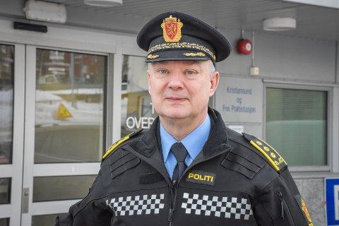Politiinspektør Ove Brudevoll sier at siste utvikling i saken er at det nå iverksettes strandsøk etter den savnede.