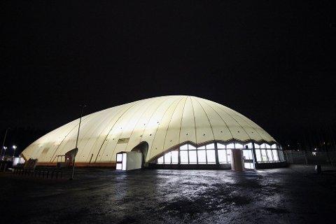 LUFTTRYKK: Slik kan en oppblåsbar hall med navn Air Dome se ut. Fotballgruppa i Surnadal idrettslag arbeider nå med planer om å sette opp en slik hall på Syltøran.