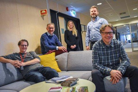 F13-gjengen Bjarte Løfaldli (fra venstre), Asgeir Bahre Hansen, Hanne Solvang Felberg, Roland Mauseth og Terje Bach, arbeider med å etablere et innovasjonsmiljø som kan flytte rett inn i Campus Kristiansund.