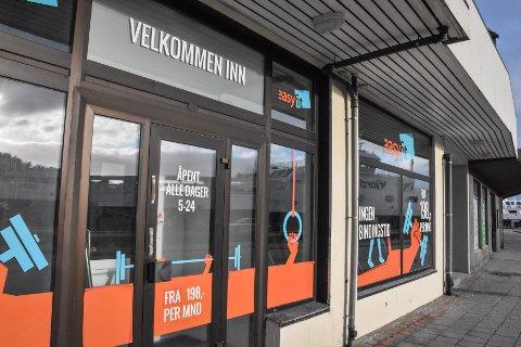Mannen kom seg ikke inn på senteret, på tross av at det fortsatt var noen minutter til stengetid. – Hva han skulle, er ikke godt å si, sier politiet i Møre og Romsdal.