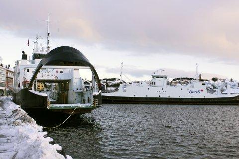 «Sunnfjord» ligger ved Vågekaia og «Rauma» utenfor Rutebilstasjonen.