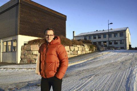 Rektor: Øystein Bråthen håper å sette i gang med idrettsfag og studiespesialisering på Tingvoll vidaregåande skole i høst selv om søkertallene er lave.